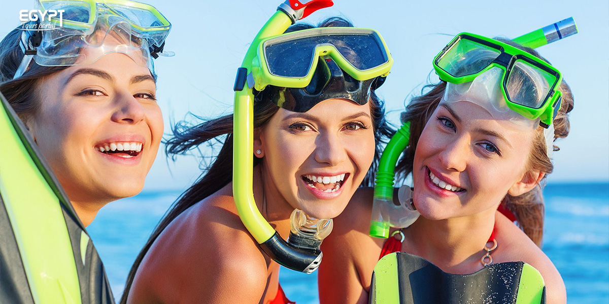 Snorkeling Tours in the Red Sea With the Friends - How to Plan A Vacation With Friends in Egypt - Egypt Tours Portal